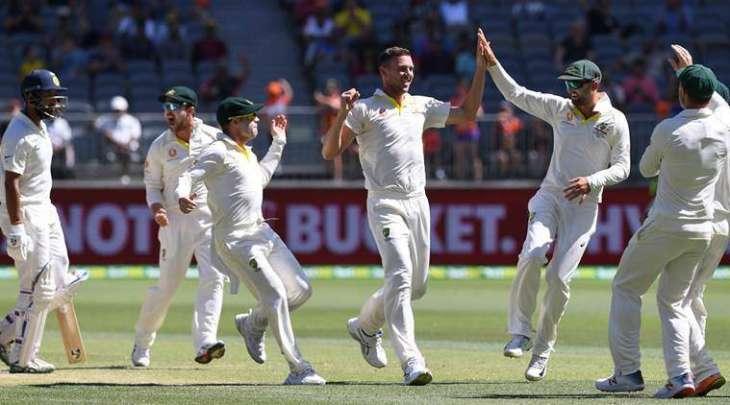 آسٹریلیا دا بھارت کوں ڈوجھا ٹیسٹ میچ اچ146 سکور توں ہرا تے شاندار کم بیک، ڈوہائیں ٹیماں وچال چار میچاں دی سیریز 1-1 نال برابر بھارتی ٹیم 287 سکور دے ٹارگٹ دے تعاقب اچ 140 سکور تے آﺅٹ ، نیتھن لیون شاندار باﺅلنگ تے میچ آف دی میچ قرار