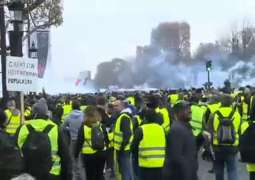 French Police Fire Tear Gas at 'Yellow Vest' Protesters in Paris