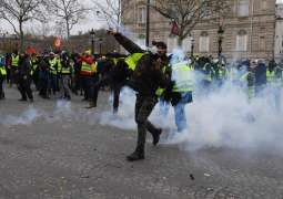 Police Fire Rubber Bullets at Yellow Vest Protesters in Paris