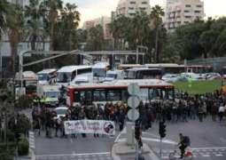 سائقو سيارات الأجرة في برشلونة يضربون احتجاجا على
