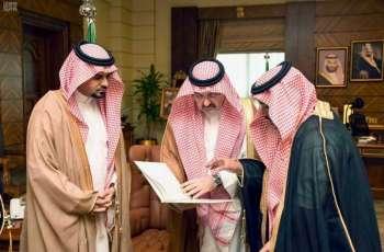 سمو محافظ جدة يتسلّم تقريرين للبرنامج التدريبي لتوطين الوظائف ولجهود فرع وزارة العمل بالمحافظة