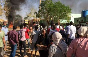 Tear gas fired at protesters marching to Sudan presidential palace: witnesses