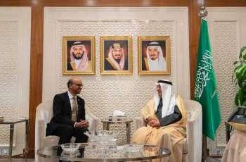 وزير الخارجية يستقبل نائب رئيس الوزراء في جمهورية سنغافورة