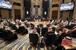 رئيس مجلس الأزمة الجزائري يترأس وفد بلاده إلى أعمال القمة العربية الاقتصادية