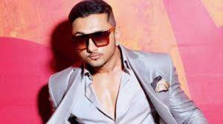 Yo Yo Honey Singh wishes Mehwish Hayat on birthday