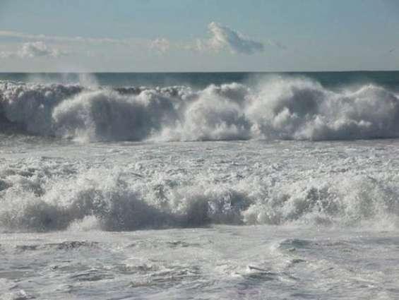 الوطني للأرصاد: استمرار الرياح النشطة واضطراب الموج في الخليج العربي