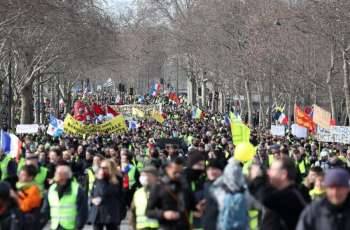 Yellow Vest Protesters Demonstrating in Paris for 14th Consecutive Weekend