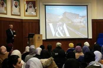 """طالبات """"برنامج التعددية الثقافية"""" يزرن متحف """" V&A """" في مدينة دندي"""