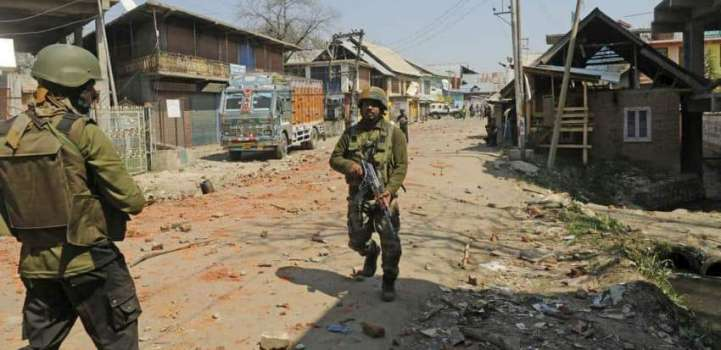 Four Indian Servicemen Killed in Clashes With Militants in Kashmi ..