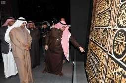 وزير الإعلام الكويتي يزور معرض