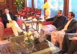 Chaudhry Shujaat calls on Prime Minister Imran Khan to discuss political situation