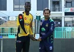 Quetta Galdiators, Peshawar Zalmi captains pose with PSL trophy
