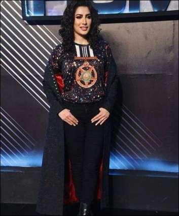 Mehwish Hayat walks the ramp wearing Tamgha-e-Imtiaz printed T-shirt