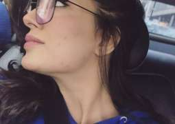 Following Hania Aamir, Mehwish Hayat speaks up about skin problems and insecurities