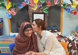 Mahira Khan fulfils cancer patient's wish by meeting her at hospital