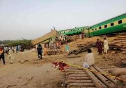 Twitterati demands Sh Raheed's resignation following train accident