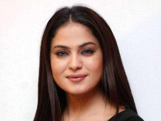 Veena Malik defends Firdous Jamal amid social media backlash