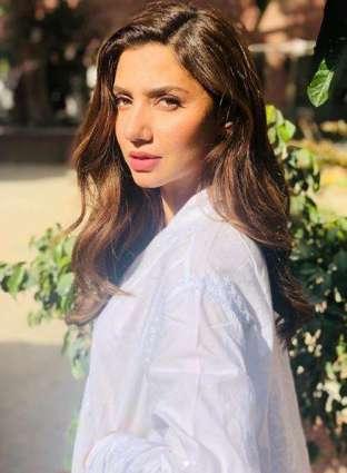 Mahira Khan gracefully responds to Firdous Jamal's criticism