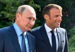 Macron Writes Facebook Post in Russian After Talks With Putin in Southern France
