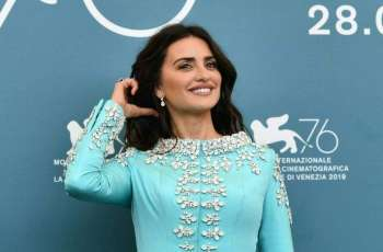 Tech making 'our brains explode' says star Penelope Cruz