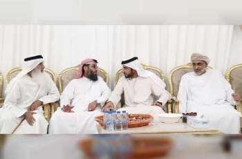 راشد بن حميد يقدم واجب العزاء لذوي الشهيدين ناصر الكعبي وسعيد المنصوري
