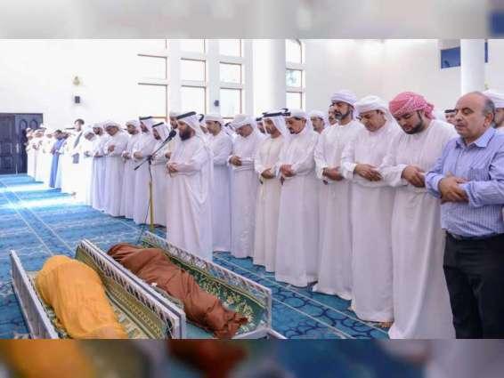 حاكم عجمان يؤدي صلاة الجنازة على جثمان علي عبدالله الشامسي
