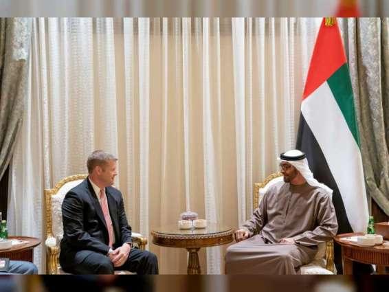 محمد بن زايد يستقبل رايان مكارثي وزير الجيش الأميركي