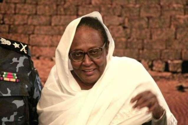 وزیرة الخارجیة السودانیة أسماء محمد عبداللہ تستقبل السفیر الاماراتي لدي خرطوم حمد محمد الجنیبي