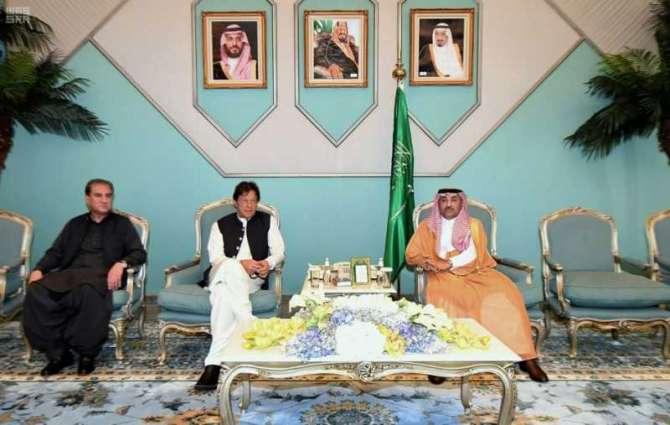 دولة رئيس وزراء جمهورية باكستان يصل إلى المدينة المنورة