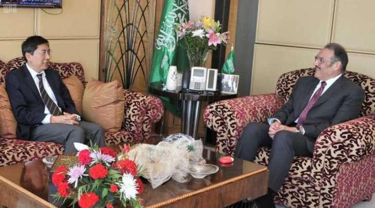 سفير خادم الحرمين الشريفين لدى مصر يلتقي بالسفير السنغافوري