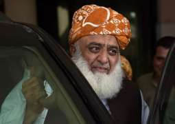 Fazlur Rehman asks govt to arrest him from middle of the way to March
