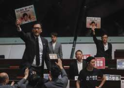 Hong Kong Lawmakers Interrupt Chief Executive's Remarks in Parliament for 2nd Day Straight