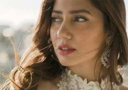 Mahira Khan hits 5 million Instagram followers, becomes first Pakistani to do so