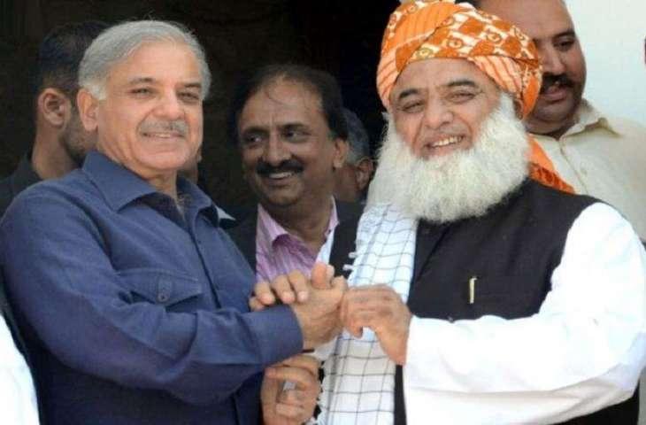 أمیر جمعیة علماء اسلام مولانا فضل الرحمن یجري اتصالا ھاتفیا مع زعیم حزب الرابطة الاسلامیة (ن) محمد شھباز شریف