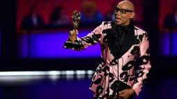 Save e from selfies, says drag star RuPaul