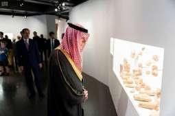 وزير الدولة للشؤون الخارجية يزور معرض العلا في باريس