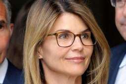 Actress Loughlin Faces New Charge in College Bribery Scam