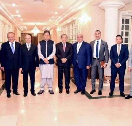 رئیس وزراء جمھوریة باکستان الاسلامیة عمران خان یستقبل وفد رجال الأعمال المصریین
