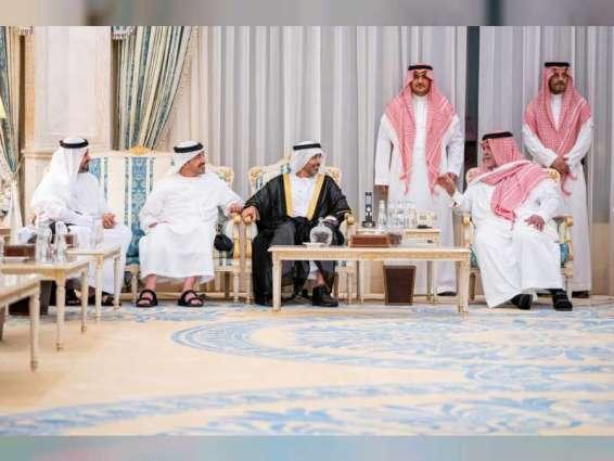 ذياب وعبدالله بن زايد ينقلان تعازي رئيس الدولة ونائبه ومحمد بن زايد للأمير بندر بن سلطان
