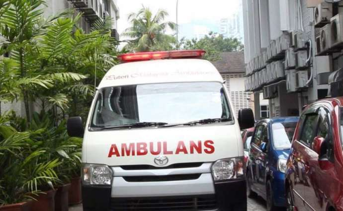 Van overturns, 5 injured Hujra shah Muqeem