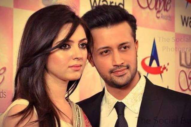Atif Aslam wishes birthday to his wife, admires her beauty