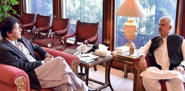 رئیس وزراء حکومة اقلیم خیبربختونخوا محمود خان یلتقي رئیس الوزراء عمران خان