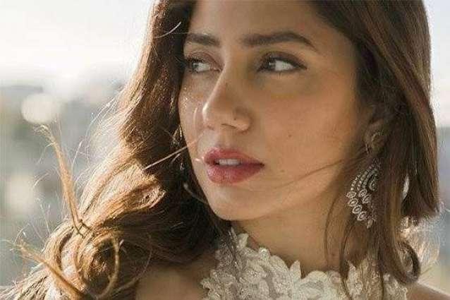 Mahira Khan hits 5 million Instagram followers, becomes first Pakistani to do so