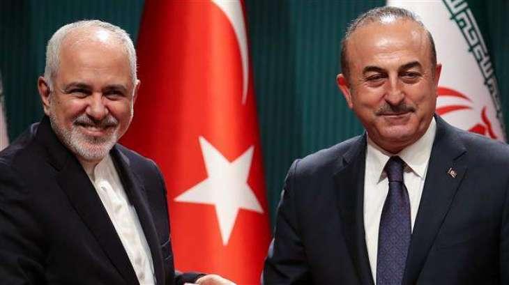 وزیر الخارجیة الایراني جواد ظریف یجري اتصالا ھاتفیا مع نظیرہ الترکي