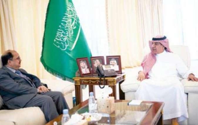وزیر الاعلام السعودي ترکي بن عبداللہ الشبانة یجتمع مع السفیر الھندي لدي المملکة أوصاف سعید