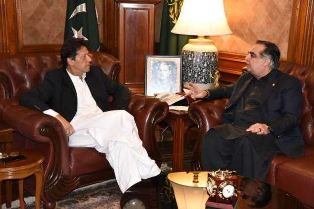 حاکم اقلیم سندہ عمران اسماعیل یجتمع مع رئیس الوزراء عمران خان