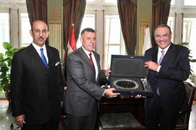 سفير المملكة لدى مصر يزور جامعة عين شمس ويلتقي بالطلبة السعوديين