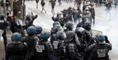 Police Deploy Tear Gas Against Yellow Vest Protesters in Paris