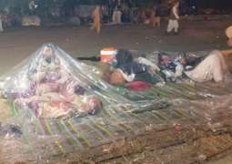Protestors'will goes high despite harsh weather in Azadi March