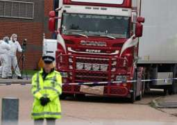 UK Police Detain Man After Discovering 15 People in Truck